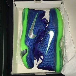 Kobe 10 marshawn Lynch emeralds brand new! Rare